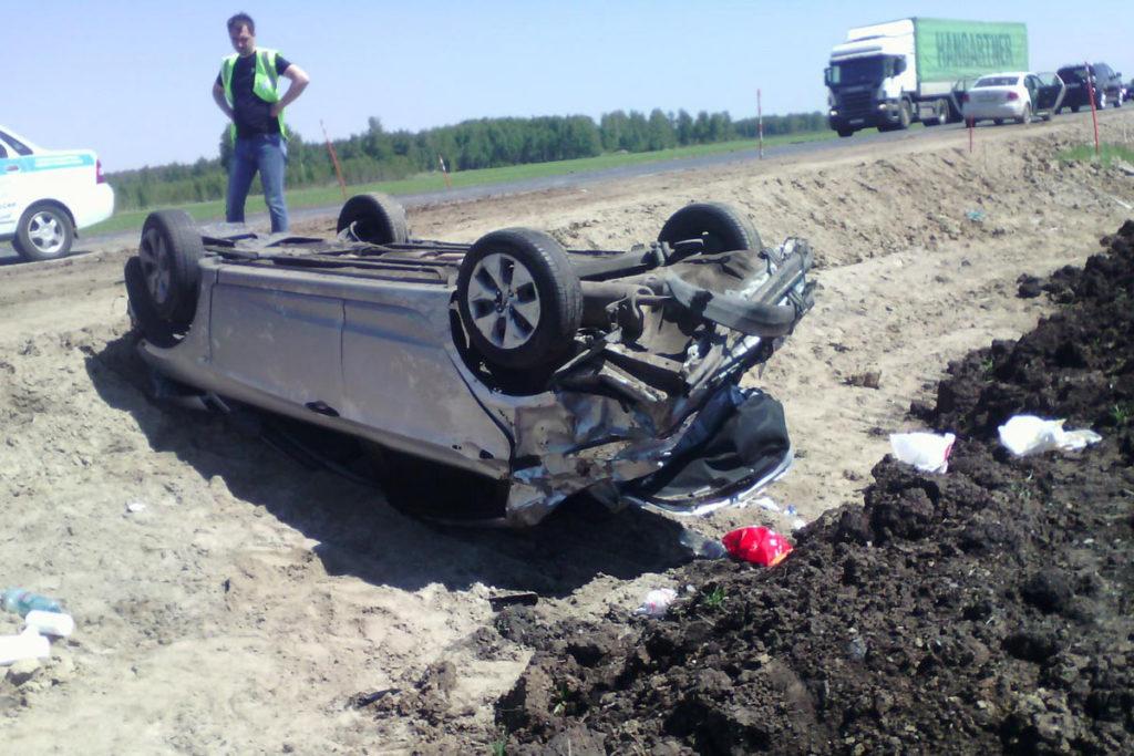 на 202-м километре федеральной трассы Тюмень – Омск съехал в кювет и перевернулся автомобиль «Хендэ Солярис»