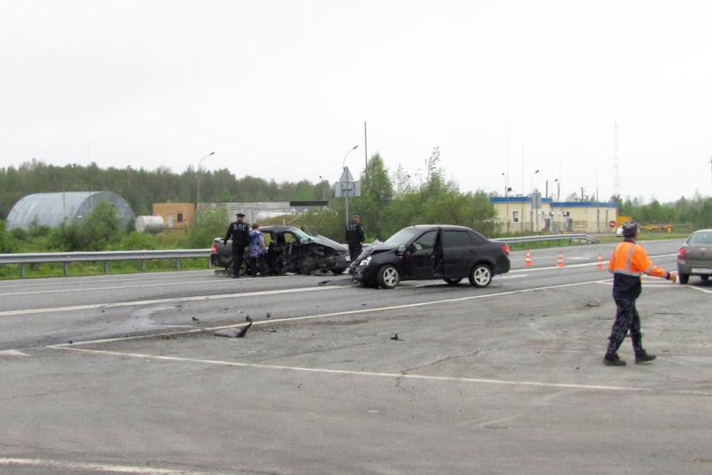 На 109-м км автодороги Тюмень – Ханты-Мансийск в Ярковском районе около девяти часов утра из-за нарушения очередности проезда перекрестка столкнулись автомобили «Лада Приора» и «Лада Гранта»