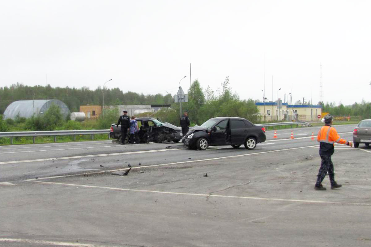 Натрассе Тюмень— Ханты-Мансийск шофёр «Лады» умер встолкновении с грузовым автомобилем