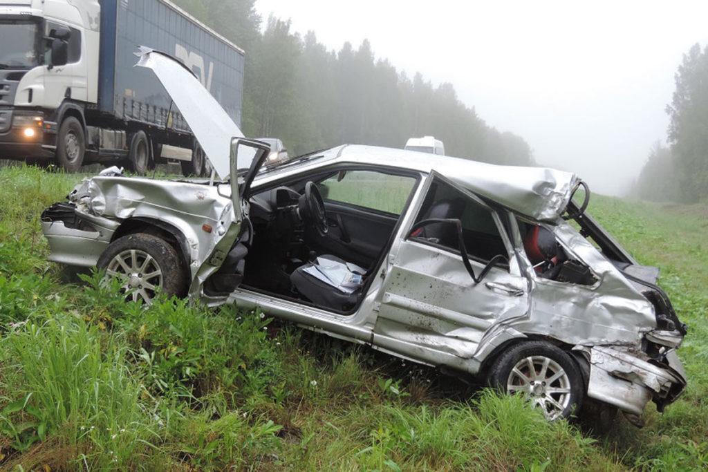 Сегодня около шести часов утра на  313-м км автодороги Тюмень-Ханты-Мансийск в Уватском районе в столкновении автомобилей ВАЗ 2114 и «Ивеко» погиб 23-летний водитель «Лады»