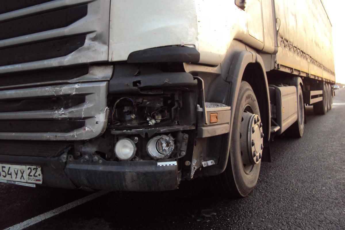 Утром встолкновении 3-х авто натрассе умер человек