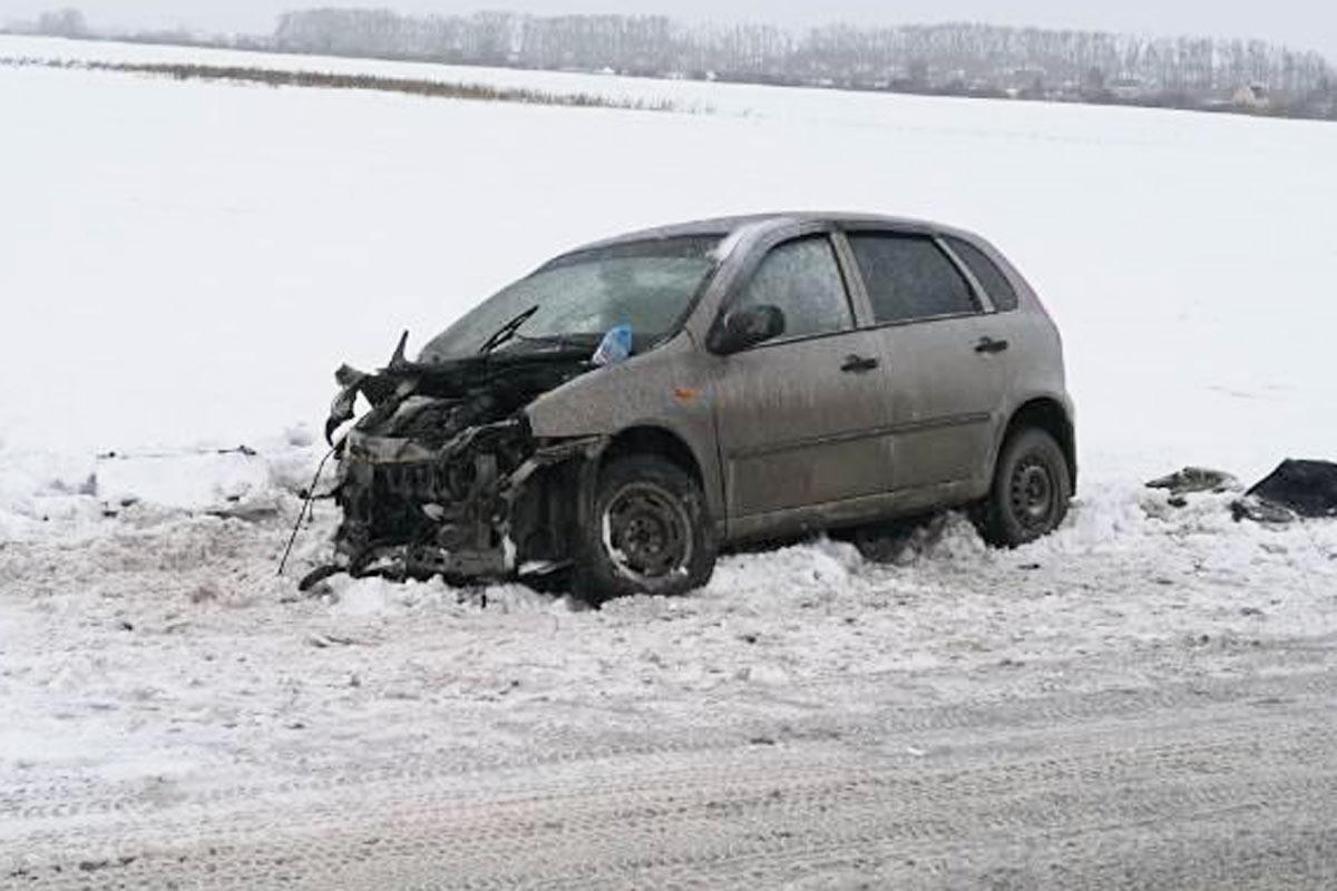 Начинающая 18-летяя шофёр превысила безопасную скорость иврезалась вкроссовер