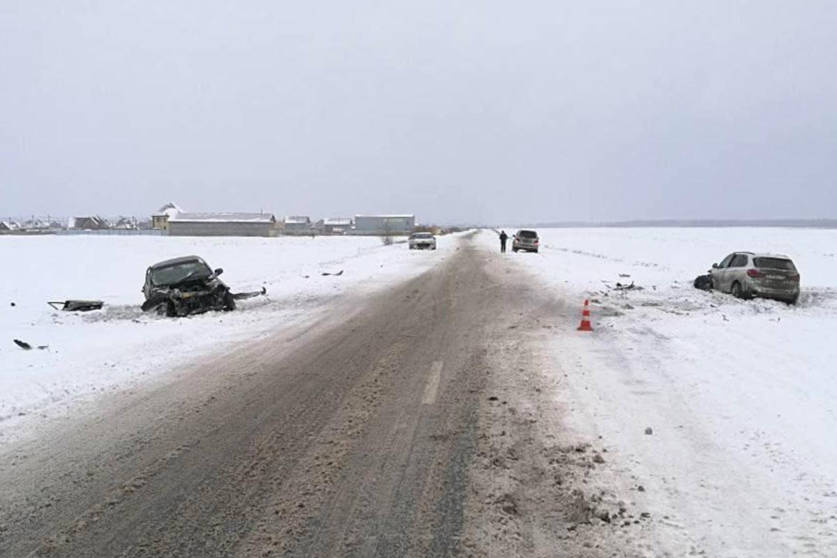 НаСтаром Тобольском тракте девушка-водитель на«Калине» столкнулась с БМВ X5