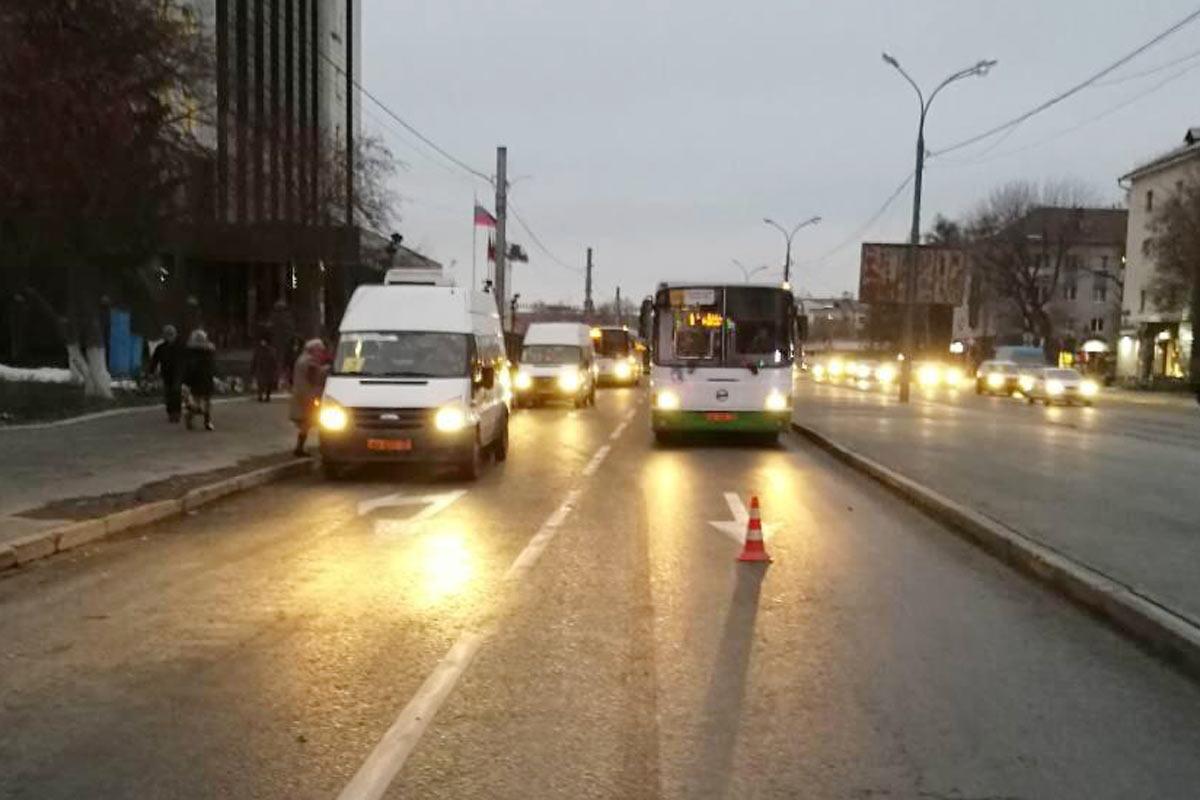 Всалоне маршрутного автобуса упал 18-летний пассажир