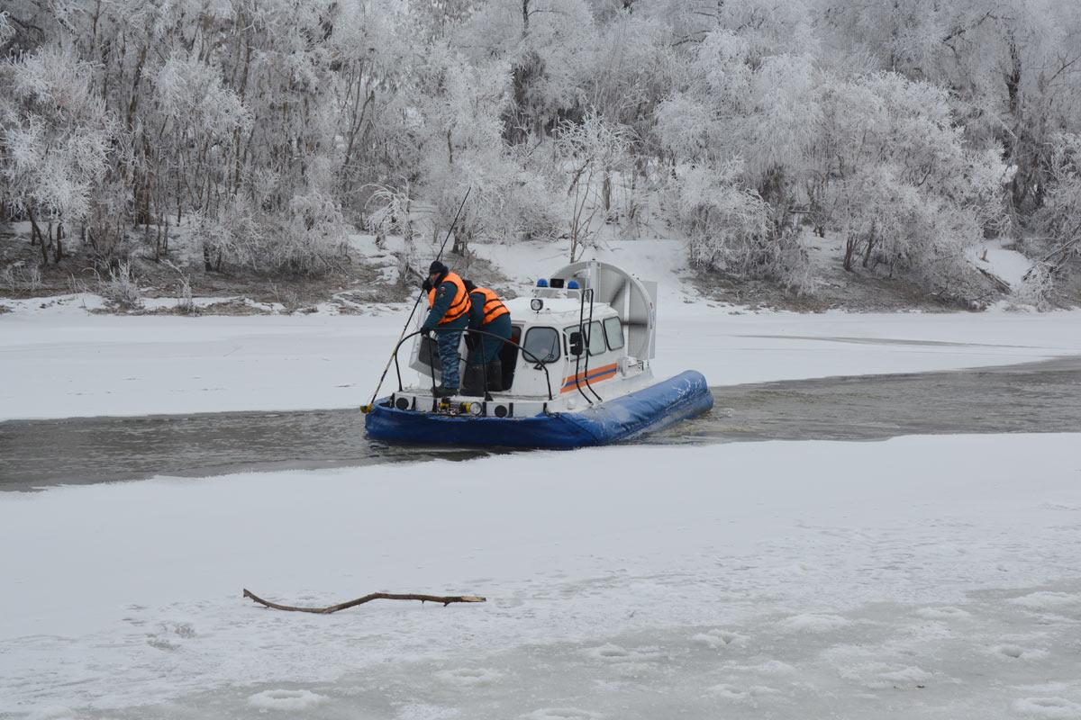 Водолазы МЧС продолжат поиск ребенка, утонувшего вАбатском