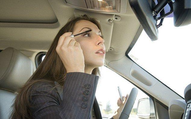 Доработы 65% омичей едет наобщественном транспорте