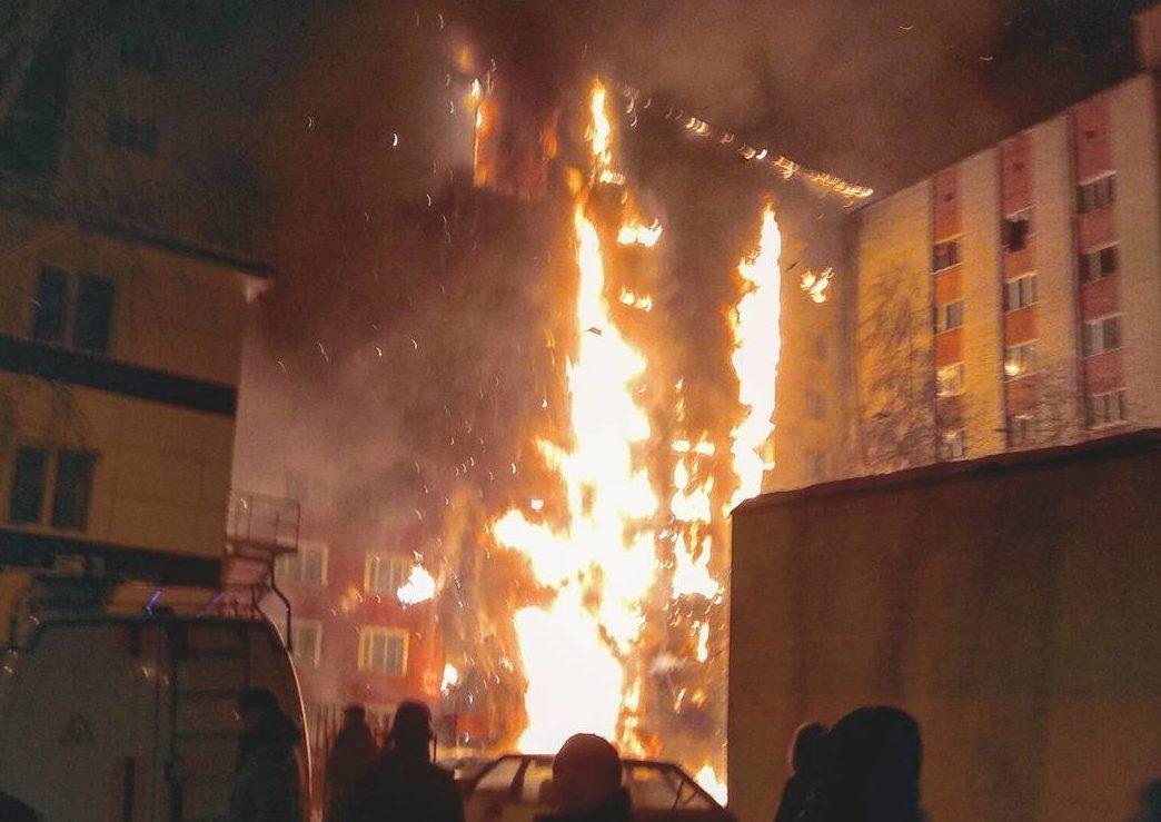 Обвиняемый вподжоге квартиры в высотном многоэтажном доме вТюмени заключен под стражу
